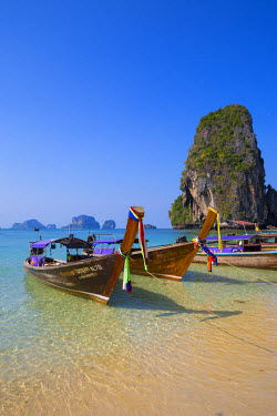TH03556 Longtail boats on Phra Nang beach, Railay Peninsula, Krabi Province, Thailand