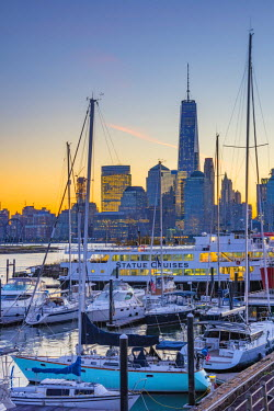 US61329 USA, New Jersey, Jersey City, Paulus Hook, Morris Canal Basin, Liberty Landing Marina. New York, Manhattan, Lower Manhattan and World Trade Center, Freedom Tower beyond