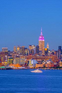 US61335 USA, New York, Manhattan, Midtown Manhattan and Empire State Building across Hudson River