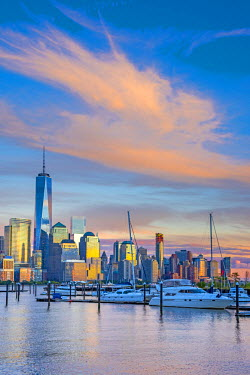 US61353 USA, New York, Manhattan, Lower Manhattan and World Trade Center, Freedom Tower across Hudson River from Harismus Cover, Newport, New Jersey