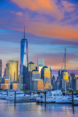 US61354 USA, New York, Manhattan, Lower Manhattan and World Trade Center, Freedom Tower across Hudson River from Harismus Cover, Newport, New Jersey