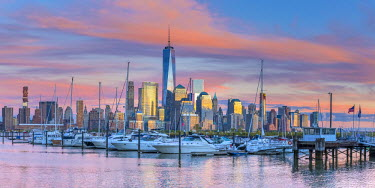 US61356 USA, New York, Manhattan, Lower Manhattan and World Trade Center, Freedom Tower across Hudson River from Harismus Cover, Newport, New Jersey