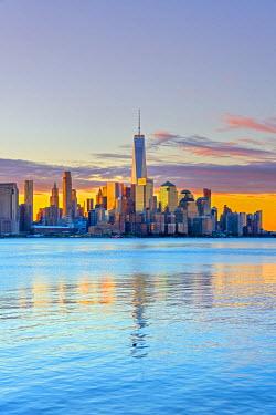 US61364 USA, New York, Manhattan, Lower Manhattan and World Trade Center, Freedom Tower across Hudson River
