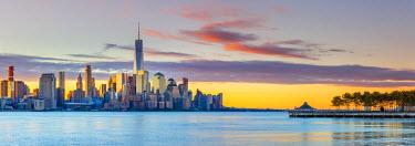 US61366 USA, New York, Manhattan, Lower Manhattan and World Trade Center, Freedom Tower across Hudson River