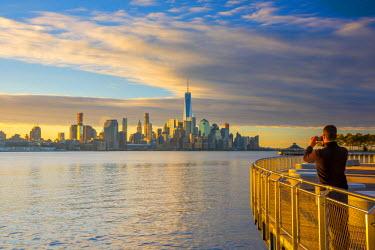 US61369 USA, New York, Manhattan, Lower Manhattan and World Trade Center, Freedom Tower across Hudson River from Pier C Park, Hoboken, New Jersey (Model Released)