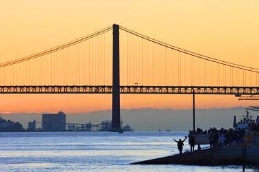 POR8619AW The Tagus river at sunset. Lisbon, Portugal