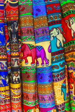 TPX52893 Thailand, Bangkok, Chatuchak Market, Colourful Sarongs