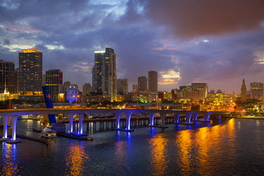 US10BJN0022 Twilight over the harbor and buildings of Miami, Florida, USA