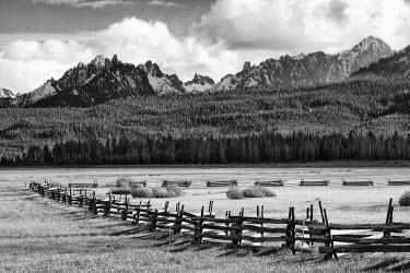 US13BJY0004 USA, Idaho, Sawtooth National Recreation Area. Split-rail fence and landscape.