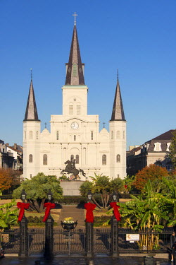 US19TDR0000 USA, Louisiana, New Orleans. Morning light on St Louis Cathedral in Jackson Square. Andrew Jackson statue in Plaza d'Armas