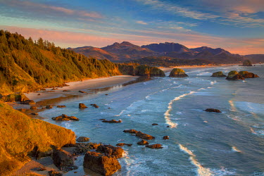 US38BJN0079 Sunset over the coastline near Cannon Beach, Oregon, USA