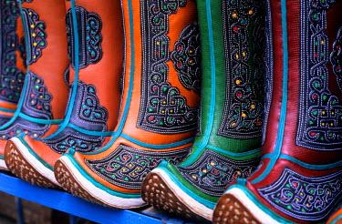 HMS0140501 Mongolia, Ulan Bator, black market, Mongol boots