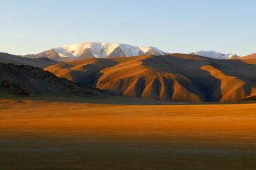 HMS0530599 Mongolia, mountainous region of Altai range, Bayan Olgii Province, Tsambagarav National Park, Tsambagarav snow covered mountain