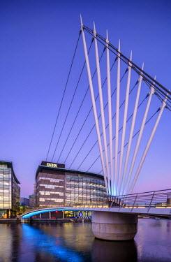 ENG12756AW Europe, United Kingdom, England, Lancashire, Manchester, Salford Quays, Media City Footbridge
