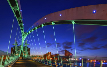 Europe, United Kingdom, England, Lancashire, Manchester, Salford Quays, Millenium Lift Bridge