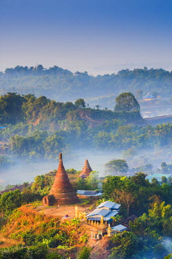 MYA1957AW Mrauk-U, Rakhine state, Myanmar. Mrauk-U valley in a foggy sunrise seen from the Shwetaung pagoda.