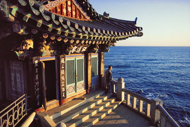 HMS0220856 South Korea, Kangwon province, Naksan Sa Temple, sunrise on the sea of Japan