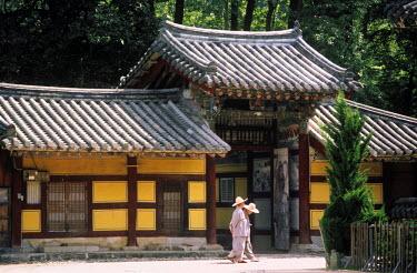 HMS0220876 South Korea, Pusan region, Nae Won Sa temple, buddhist nuns