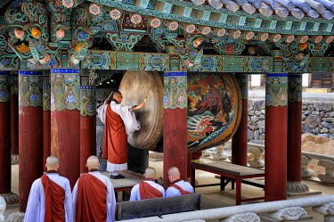 HMS2102917 South Korea, South Gyeongsang Province (Gyeongsangnam-do), Gayasan, drum ceremony performed by monks before the evening prayer at the buddhist temple of Haeinsa listed as World Heritage by UNESCO