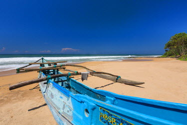 HMS1840606 Sri Lanka, Southern province, Galle district, fishing boat on the beach of Kosgoda