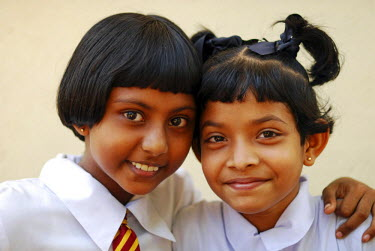 HMS2015031 Sri Lanka, Colombo, portrait of 2 smiling schoolgirls