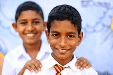 HMS2015035 Sri Lanka, Colombo, portrait of 2 smiling schoolboys