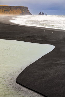 CLKFV36469 Graphic lines formed by the waves of the ocean on the beach of Reynisfjara, Vik, Sudurland, Iceland, Europe
