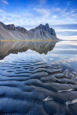 CLKFV36731 The mountains reflect on the surface of the ocean. Stokksnes, Eastern Iceland, Europe
