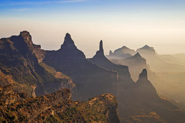 ETH2939 Ethiopia, Amhara Region, Simien Mountains.  Rugged peaks of the Simien Mountains which rise to 4550m above sea level.