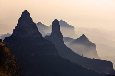 ETH2963 Ethiopia, Amhara Region, Simien Mountains.  Rugged peaks of the Simien Mountains which rise to 4550m above sea level.