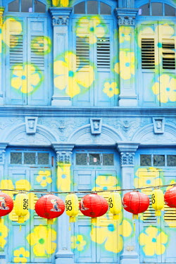 SNG1310 South East Asia, Singapore, Chinatown, chinese lanterns and shutters on a colonial building