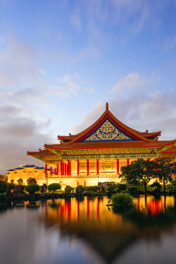 TAI0128 Taiwan, Taipei, Chiang Kaishek memorial grounds, National Concert Hall
