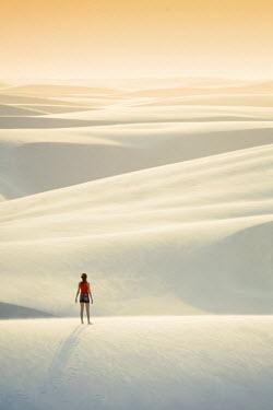 BRA2750AW Brazil, Maranhao, Atins, Lencois Maranhenses national park, people standing in the dunes near Atins town watching the sunrise