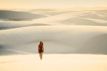 BRA2754AW Brazil, Maranhao, Atins, Lencois Maranhenses national park, people standing in the dunes near Atins town watching the sunrise (MR)