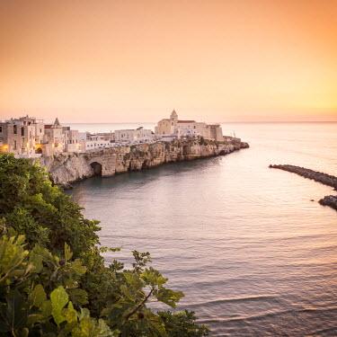 ITA5170AW Italy, Italia. Apulia, Puglia, Foggia district. Gargano, Vieste. Old town and Punta di San Francesco. (San Francesco promanade)