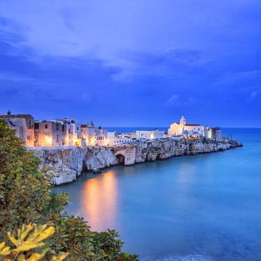 ITA5178AW Italy, Italia. Apulia, Puglia, Foggia district. Gargano, Vieste. Old town and Punta di San Francesco. (San Francesco promanade)