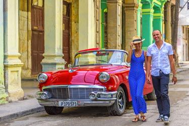 CB01762 Cuba, Havana, La Habana Vieja, Tourists enjoying 1950's classic American Buick (MR)