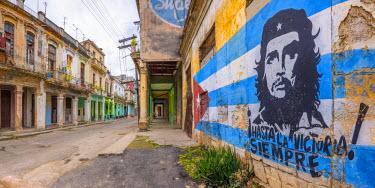 CB01777 Cuba, Havana, La Habana Vieja, Che Guevara and Cuban Flag mural