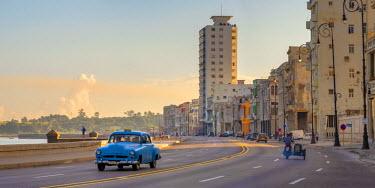 CB01860 Cuba, Havana, The Malecon, Classic 1950's American Cars