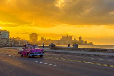 CB01871 Cuba, Havana, The Malecon, Classic 1950's American car