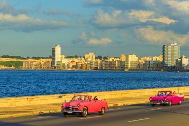 CB01872 Cuba, Havana, The Malecon, Classic 1950's American Cars