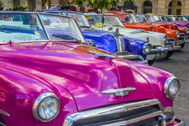 CB01882 Cuba, La Habana Vieja (Old Havana), Paseo de Marti, classic 1950's American Cars