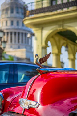 CB01884 Cuba, La Habana Vieja (Old Havana), Paseo de Marti, Capitolio and classic 1950's American Car