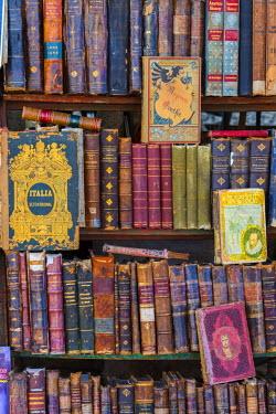 CB01901 Cuba, Havana, La Habana Vieja, Plaza de Armas, Book Stalls