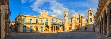 CB01903 Cuba, Havana, La Habana Vieja, Plaza de la Catedral, Cathedral of the Virgin Mary of the Immaculate Conception or Catedral de la Virgen Maria de la Concepcion Inmaculada