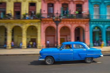 CB090RF Cuba, La Habana Vieja (Old Havana), Paseo de Marti, classic 1950's American Cars