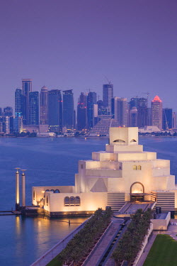 QT01317 Qatar, Doha, The Museum of Islamic Art, designed by I.M. Pei, elevated view, dawn