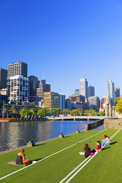 AUS2180AW View of Melbourne skyline along Yarra River, Melbourne, Victoria, Australia