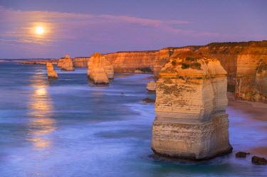 AUS2281AW Twelve Apostles at moonrise, Port Campbell National Park, Great Ocean Road, Victoria, Australia