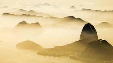 BZ01454 Pao Acucar or Sugar loaf mountain and the bay of Botafogo, Rio de Janeiro, Brazil, South America